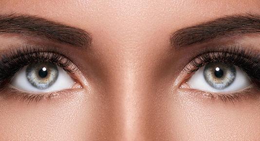 Jak podkreślić oczy? Poznaj proste triki!
