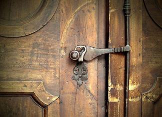 Okucia do mebli i drzwi